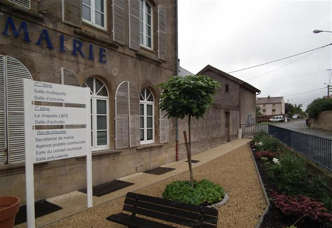 la-mairie-de-fillieres-encore-plus-accueillante-suite-a-l-amenagement-paysager-photo-rl.jpg